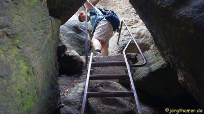 Über Stahltreppen geht es bergauf