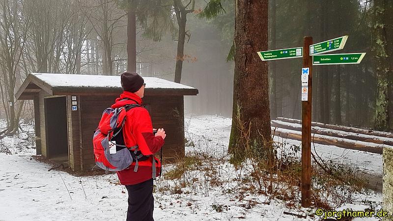 Wandern im Taunus - Schutzhütte Weißer Stein
