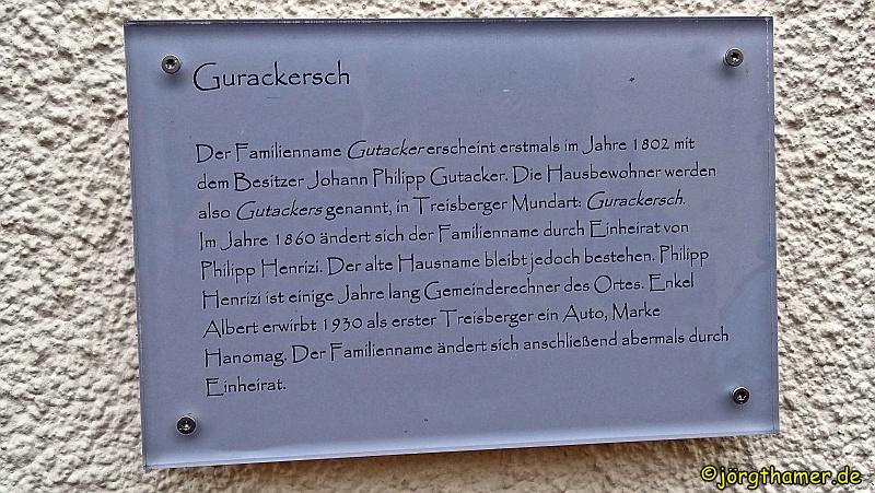 Tafel mit Hausnamen in Treisberg