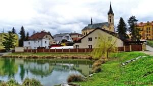 Neubuschitz - Ortskern mit Kirche