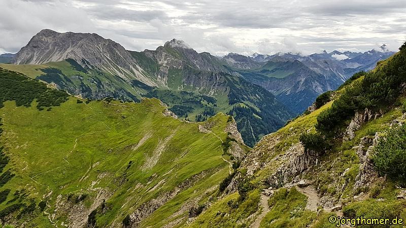 Grenzgänger Wandersteig -   Der Respekt einflößende Grat vom Bschießer zum Ponten