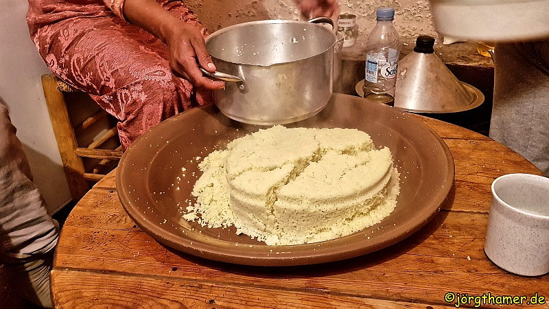 Couscous Zubereitung in Marokko