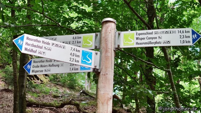 Wegweiser Wisper Trail Naurother Grubengold und Wispertaunussteig