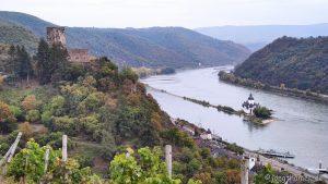 Kurz vor Kaub - Blick auf Burg Pfalzgrafenstein und Burg Gutenfels