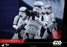 hot-toys-rogue-one-stormtrooper-007