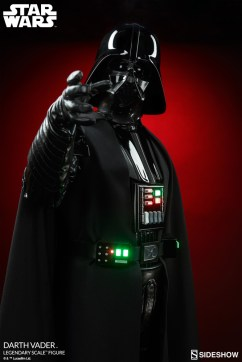 star-wars-darth-vader-legendary-scale-figure-400103-02