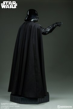star-wars-darth-vader-legendary-scale-figure-400103-08
