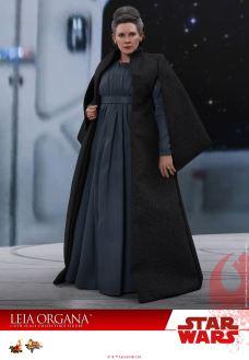 Hot-Toys-Last-Jedi-Leia-001