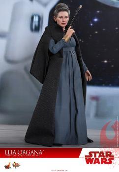 Hot-Toys-Last-Jedi-Leia-007
