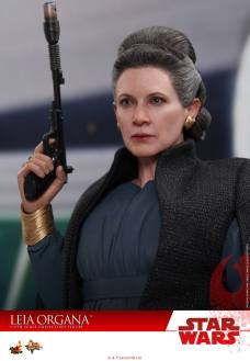 Hot-Toys-Last-Jedi-Leia-008