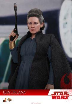 Hot-Toys-Last-Jedi-Leia-009