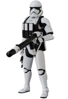 MAFEX-Last-Jedi-Stormtrooper-007