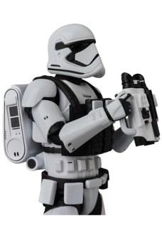 MAFEX-Last-Jedi-Stormtrooper-009