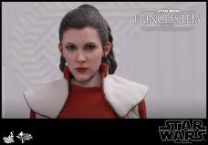 Hot-Toys-Bespin-Princess-Leia-001