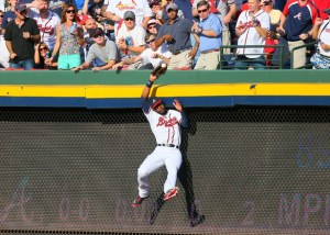 Jason Heyward saves a HR off the bat of Yadier Molina (Source: Curtis Compton/Atlanta Journal-Constitution)