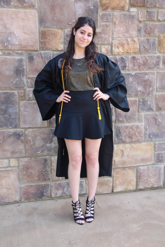 Graduation Outfits Revealing 14 Attractive And Practical