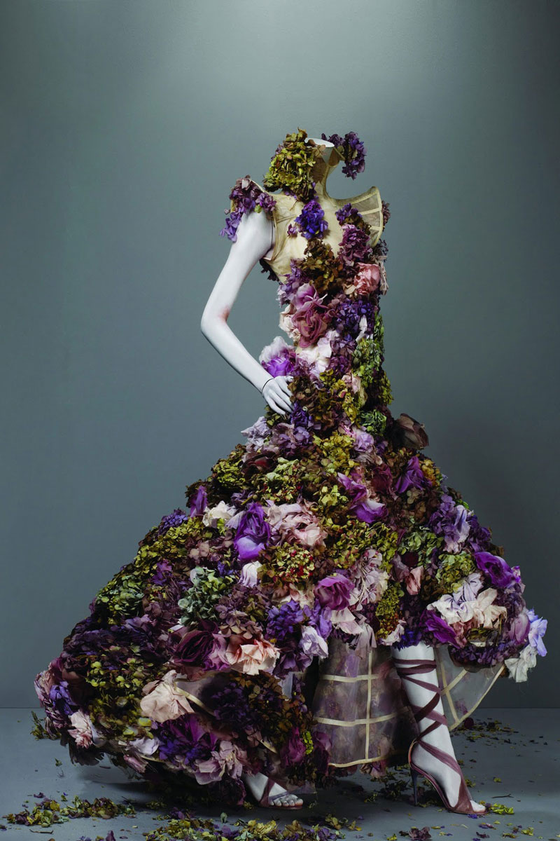 Alexander_Mc_Queen_flowers_cage_dress_savagebeauty