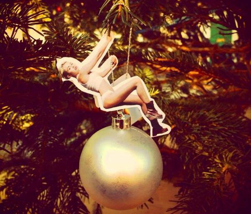 Miley-christmas-ball-1