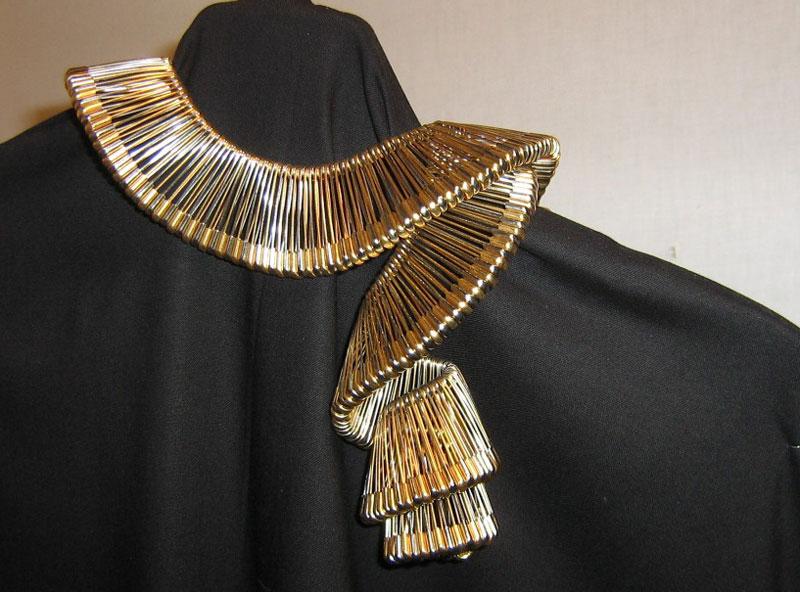 Museumofeverydaylife-safety-pin-necklace