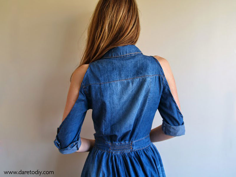 3-Dare-to-DIY-denim-shirt-dress-customized-open-shoulder---Vestido-vaquero-customizado-camisa-hombros-abiertos