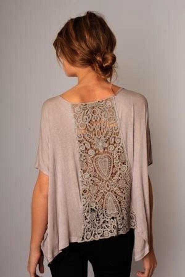 Pitsillä koristeltu t-paita : lace detailed top