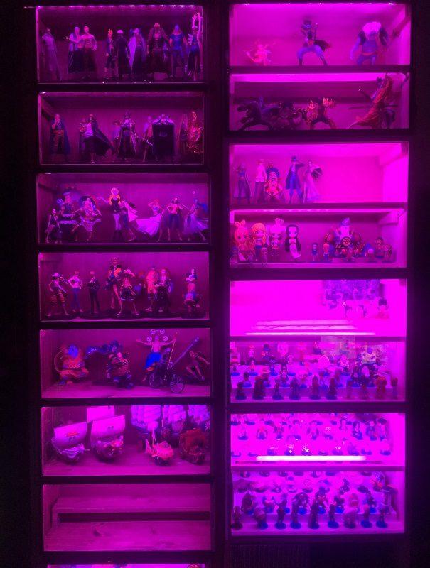 ワンピースフィギュア飾り方LEDテープピンク