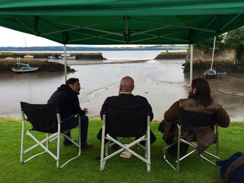 No #outlander ep this week so here's a pic of @grahammctavish @TheMattBRoberts #duncanlacroix talking keels & tides