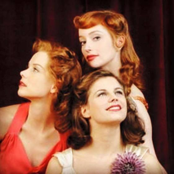 My new -undisclosed😁- project reminds me so much of #leragazzedelloswing 🎤#theswinggirls 👠👗🌴🔜📺💋 #firstday #memories