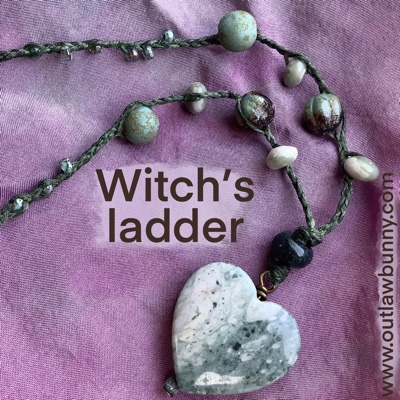 close up of witch's ladder with heart-shaped Succor Creek jasper focal