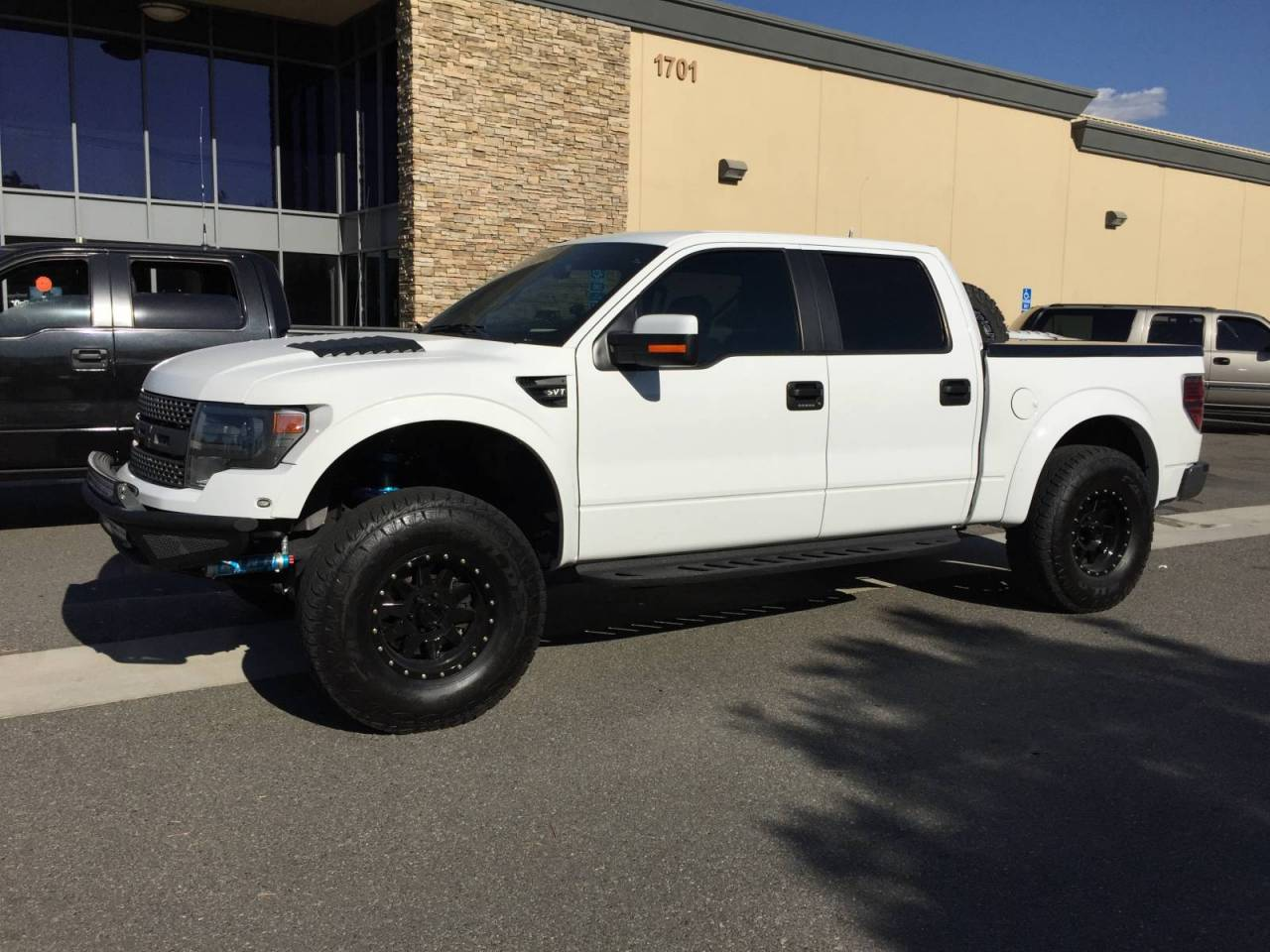 Photo Gallery 2013 Ford Raptor With Custom Bed Cover