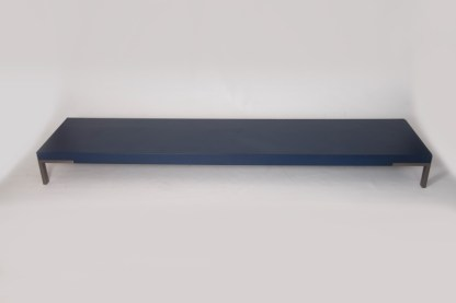 Tavolino Romeo di Emaf Progetti per Zanotta Blu Goffrato 50x220x22