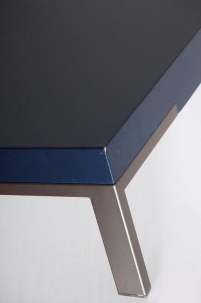 Tavolino Romeo di Emaf Progetti per Zanotta Blu Goffrato 92x154x22