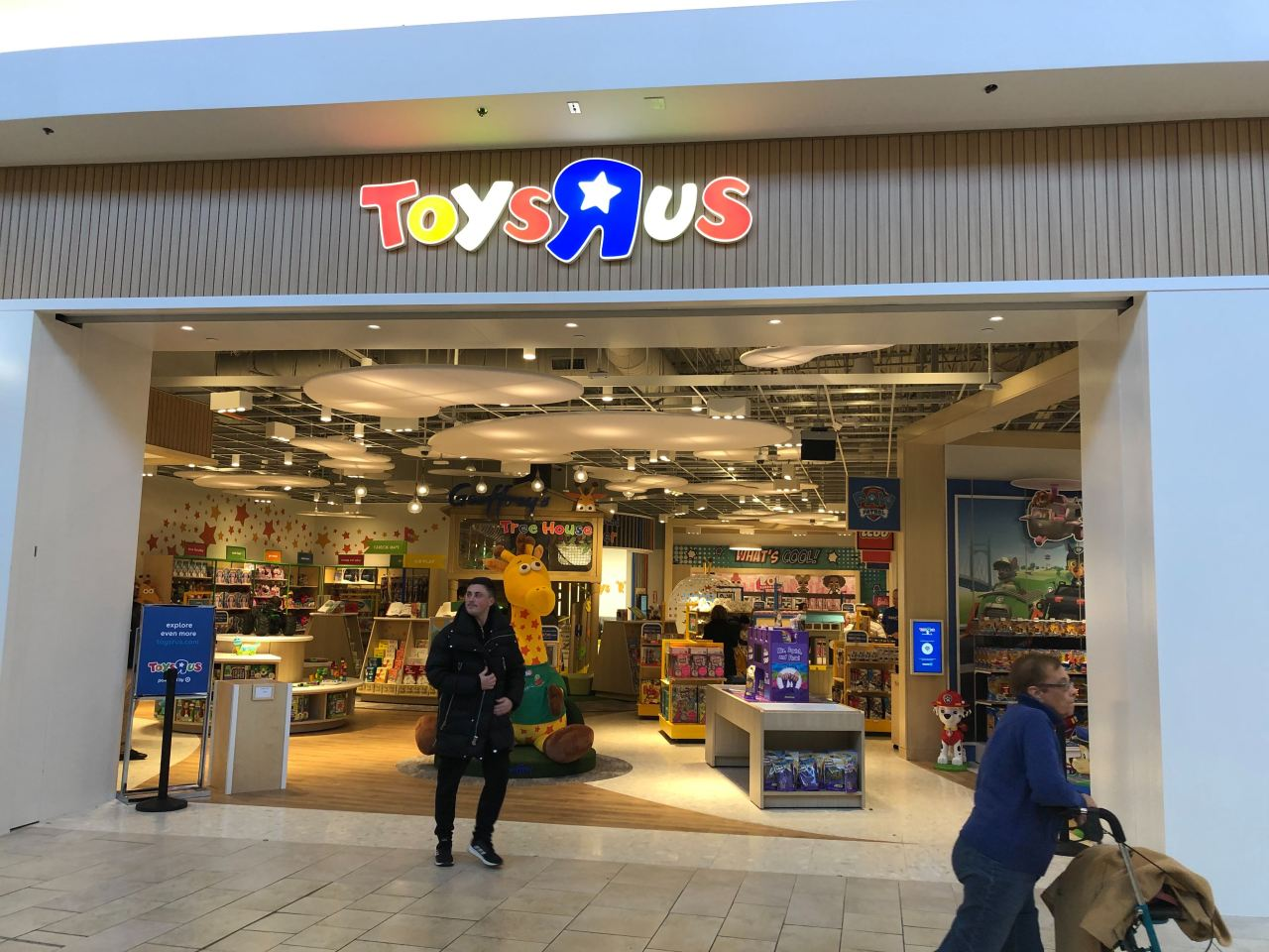 I Went To The New Zombie Toys R Us In Paramus Nj The