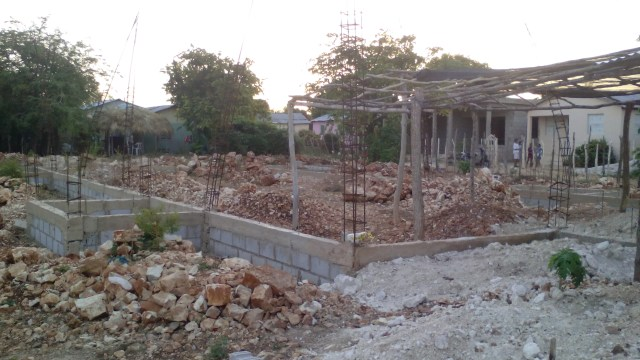 Construcción de La Primera Iglesia Bautista de La Colonia