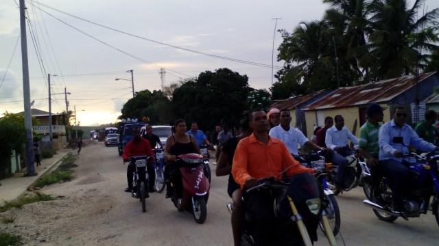 Celebramos el día de la Biblia en La colonia con un apoyo masivo