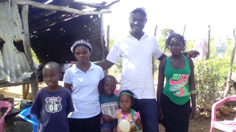Jeanel, pastor de Mensía y su familia.