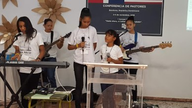 The worship team of Barahona Baptist Church accompanied us to the end
