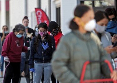 Prior to yesterday evening, Glendale residents were required to wear face masks when entering essential businesses, including grocery stores and pharmacies. Following a decision by City Council on Tuesday, residents are now required to wear maks anytime they leave home. (Raul Roa / Glendale News-Press )