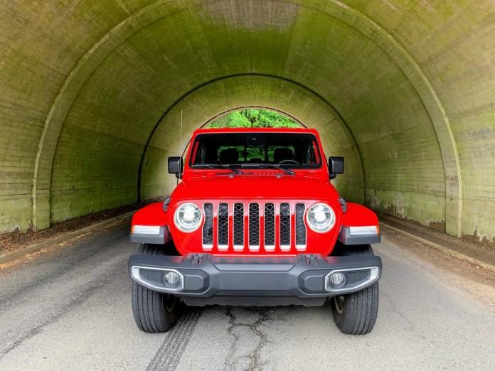 Jeep Gladiator Overland front