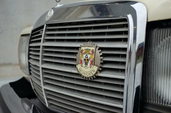 W123 Mercedes-Benz grille