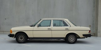 W123 Mercedes-Benz side