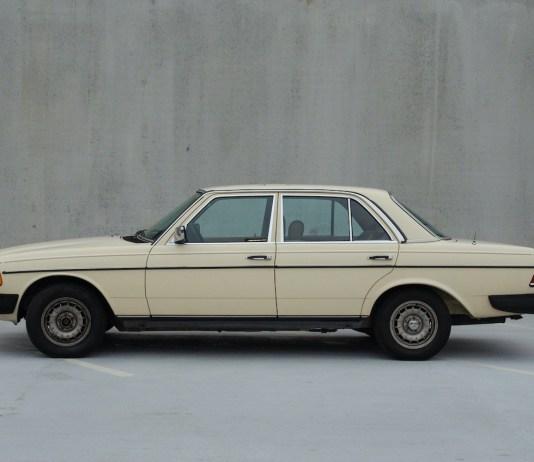 W123 Mercedes-Benz side