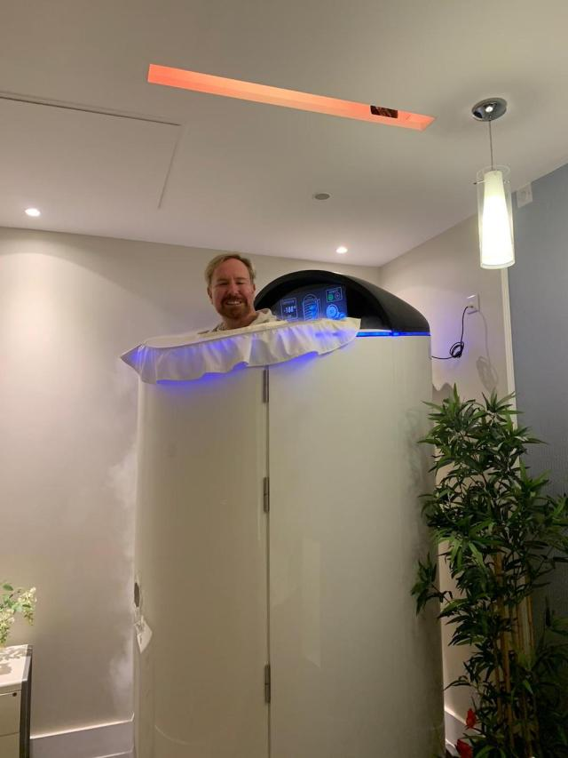 Steven Smith in the cryotherapy machine
