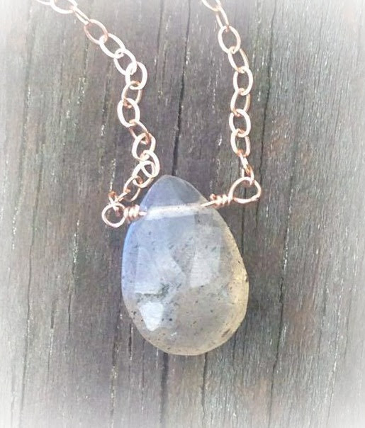 Applepear's Breathtaking Teardrop Labradorite Necklace