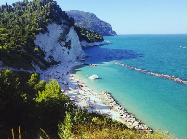 spiaggia-più-bella-di-numana-conero