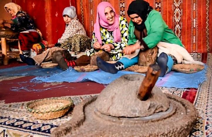 cooperative-femminili-olio-argan-marocco.JPG