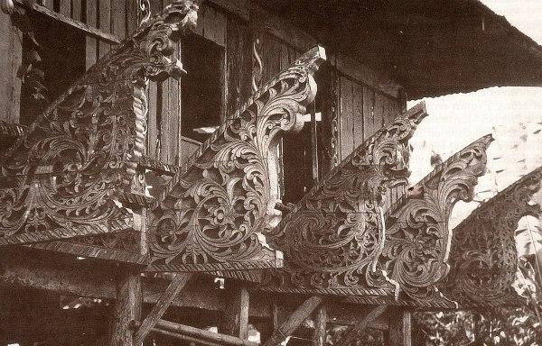 Carving of Torogan house of Maranaw Philippines photo by Liane777 via Wikipedia CC