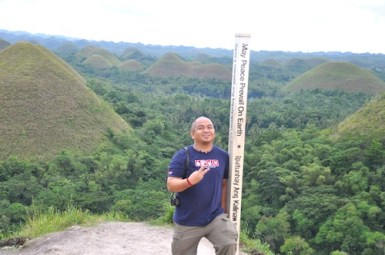 Melo in Chocolate Hills in Carmen Bohol