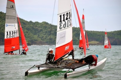 Sailors playing with the untamed winds in Hamilo Coast
