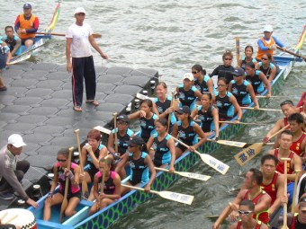 Amanda with my dragonboat team, Bugsay during a race on the Victoria Harbor in Hong Kong (June 2007)